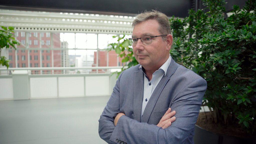 René, directeur PoortCentraal heeft floormanagers nodig.